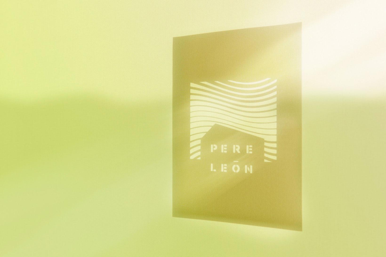 Branding logotipo diseño fotografía Pere Leon sombra reflejo