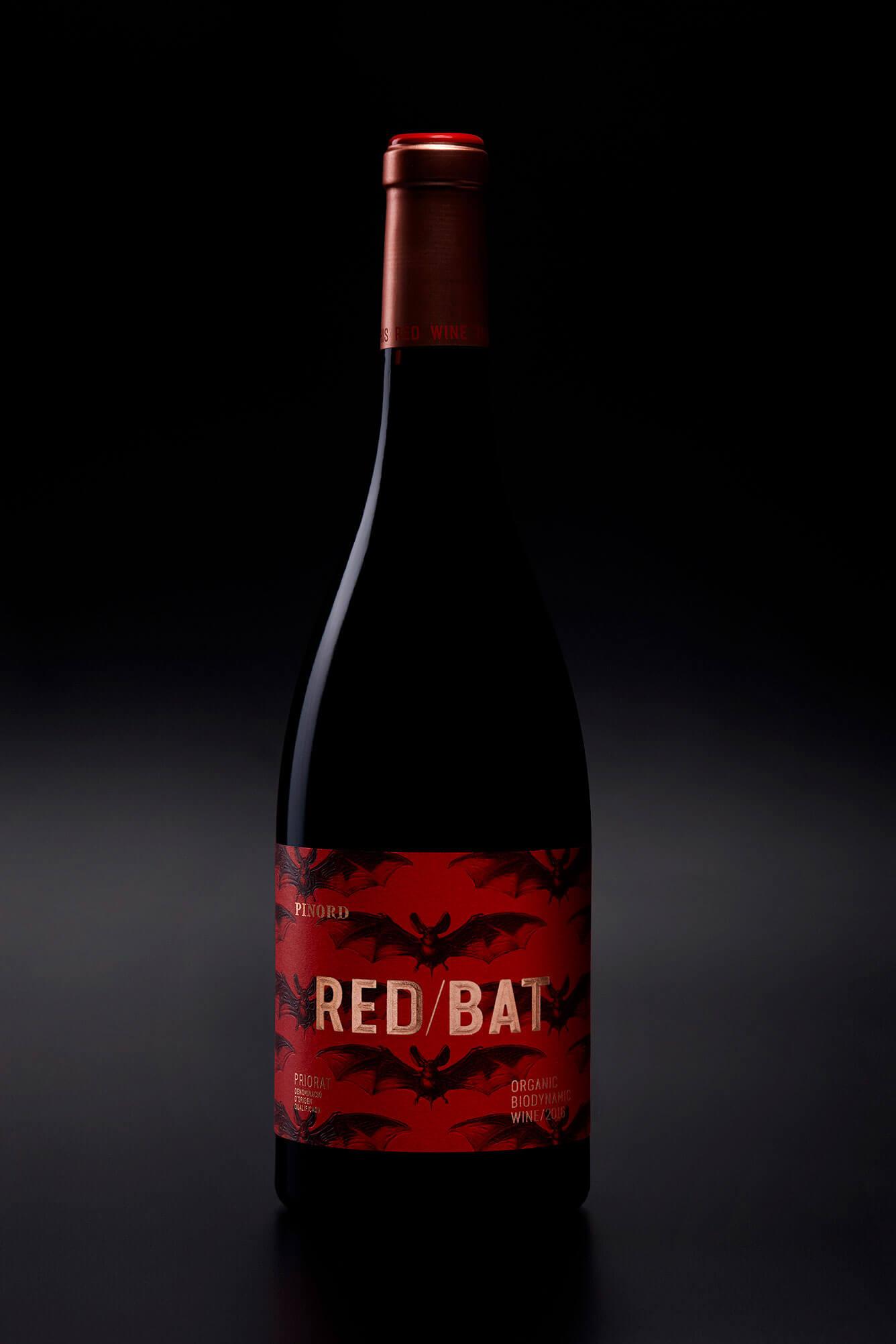 Nuestro diseño de etiqueta para el vino Red Bat.