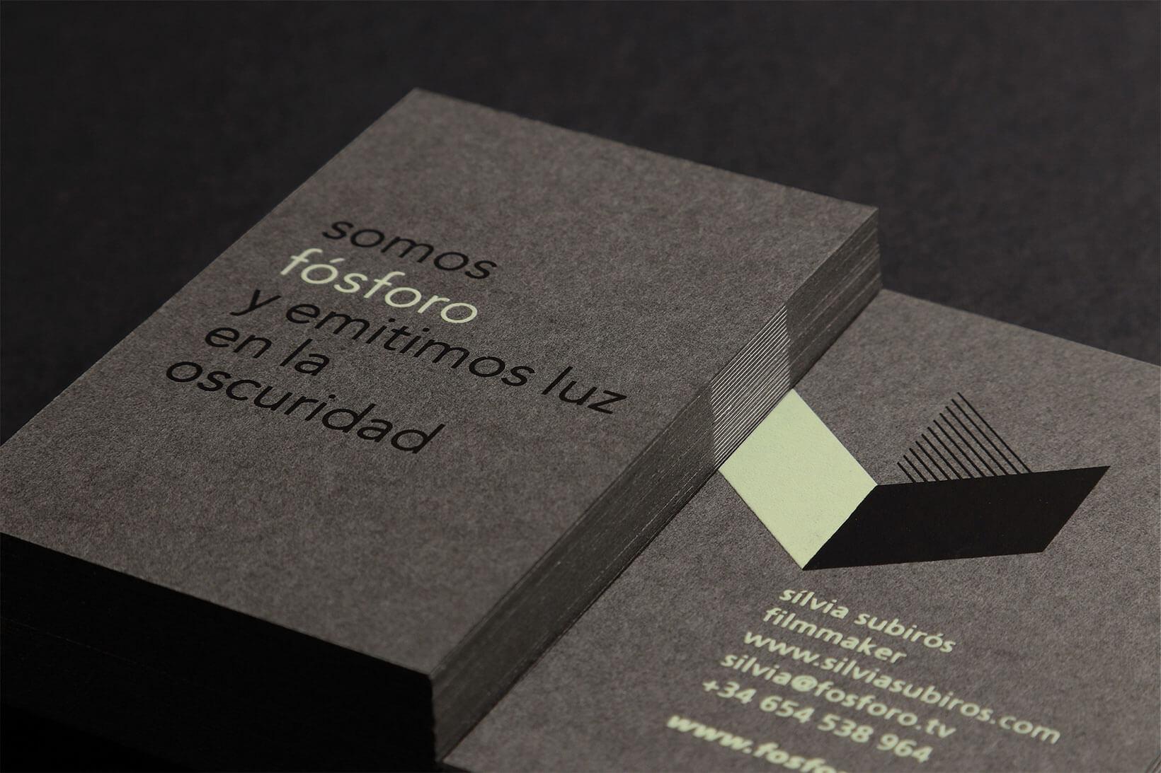 Logotipo y papelería diseñada por Vibrading
