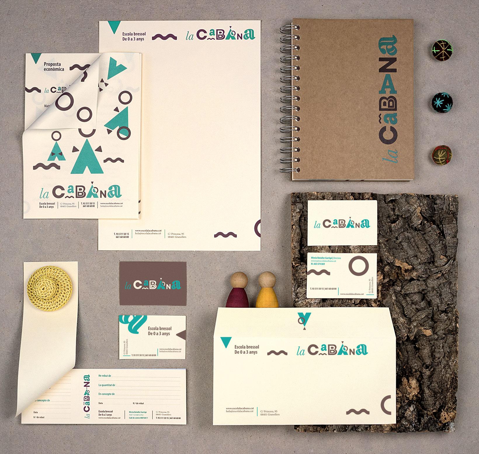 Papelería y tarjetas con aplicaciones del logotipo imagotip e identidad gráfica para la guardería La Cabana