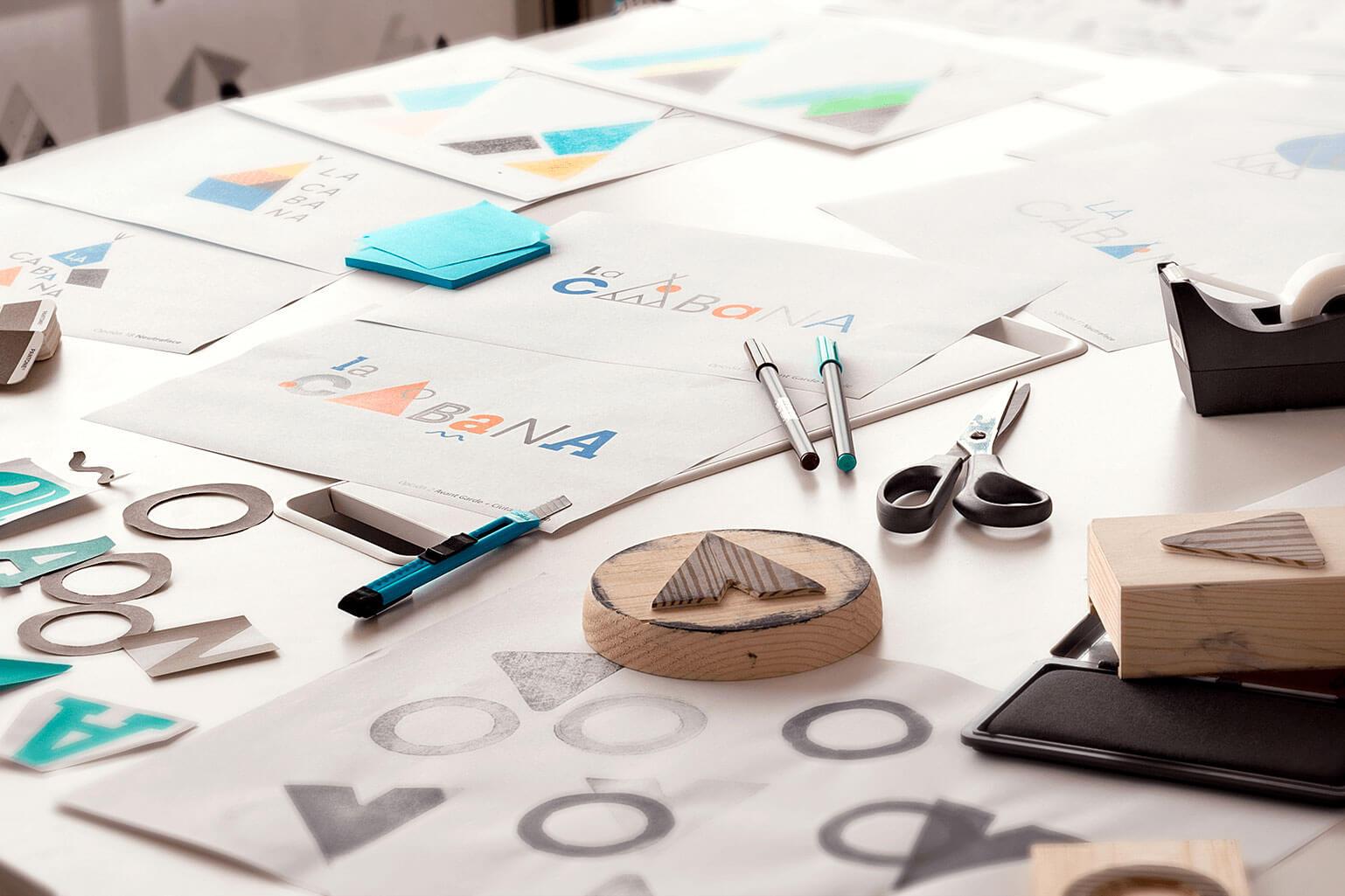 La Cabana escola bressol branding disseny de logo identitat visual corporativa senyalètica Vibranding