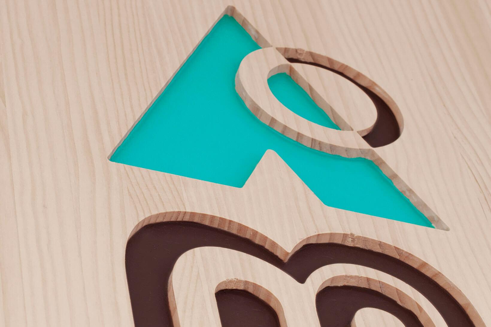 Branding Identidad Corporativa Diseño de logotipo Logo Aplicaciones Entorno Señalética Rótulo La Cabana Guardería Vibranding