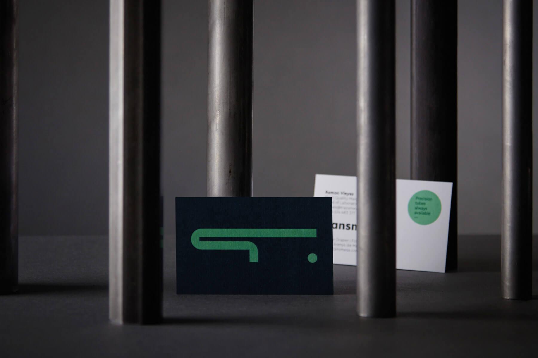 Identidad corporativa diseño de logotipo papereria branding estrategia valores de marca